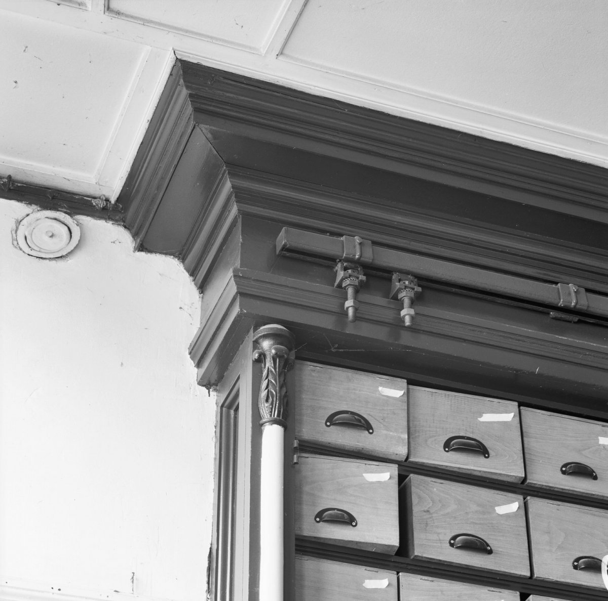 File interieur winkel kroonlijst detail deventer for Interieur winkels
