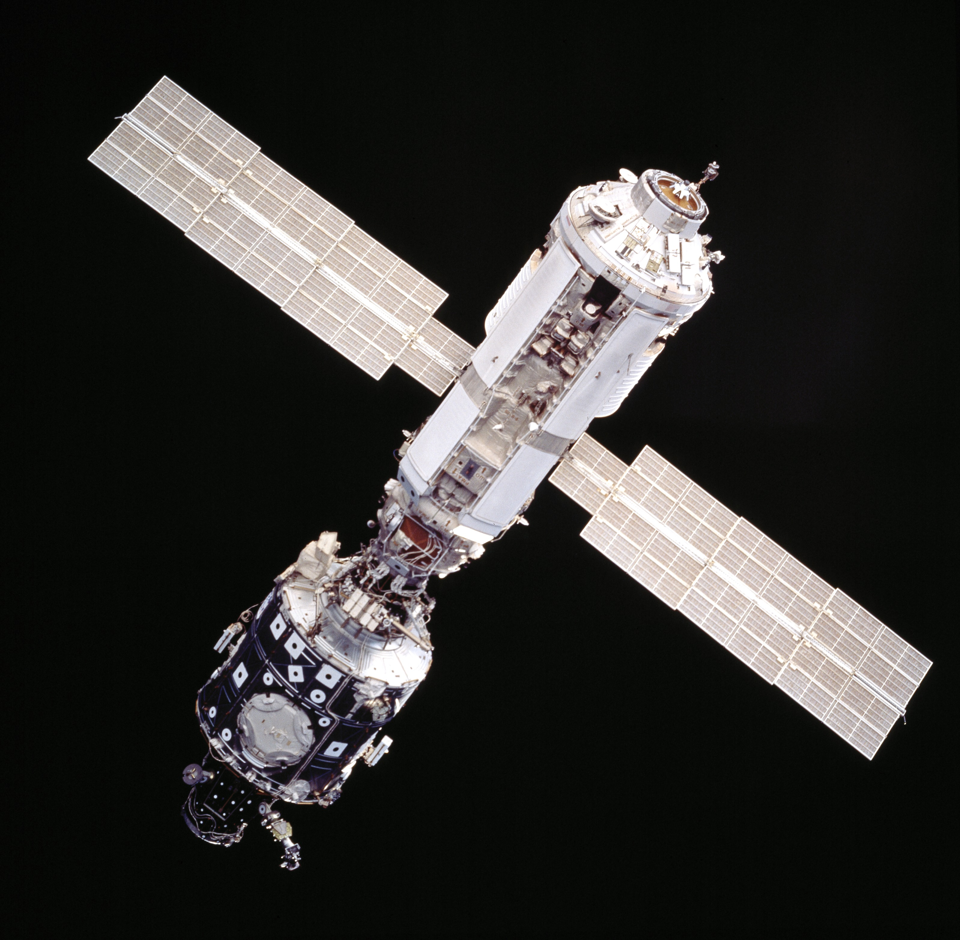 ISS_from_Atlantis_-_Sts101-714-016.jpg