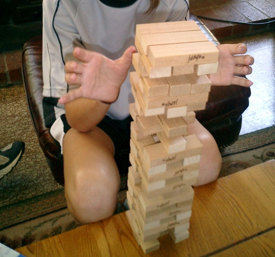 https://upload.wikimedia.org/wikipedia/commons/a/a9/Jenga.JPG