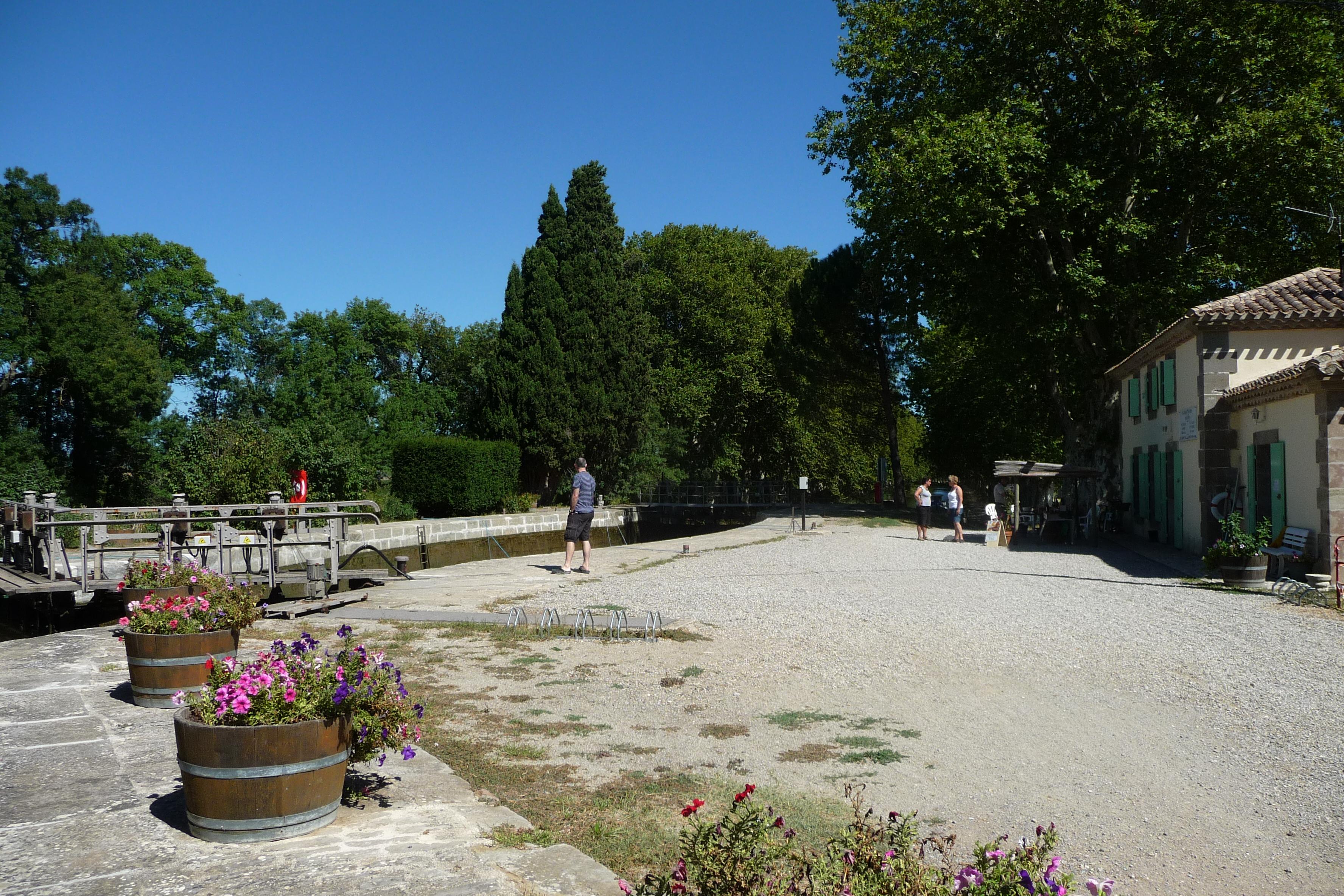 Jouarres Lock - Canal du Midi (Nancy).JPG