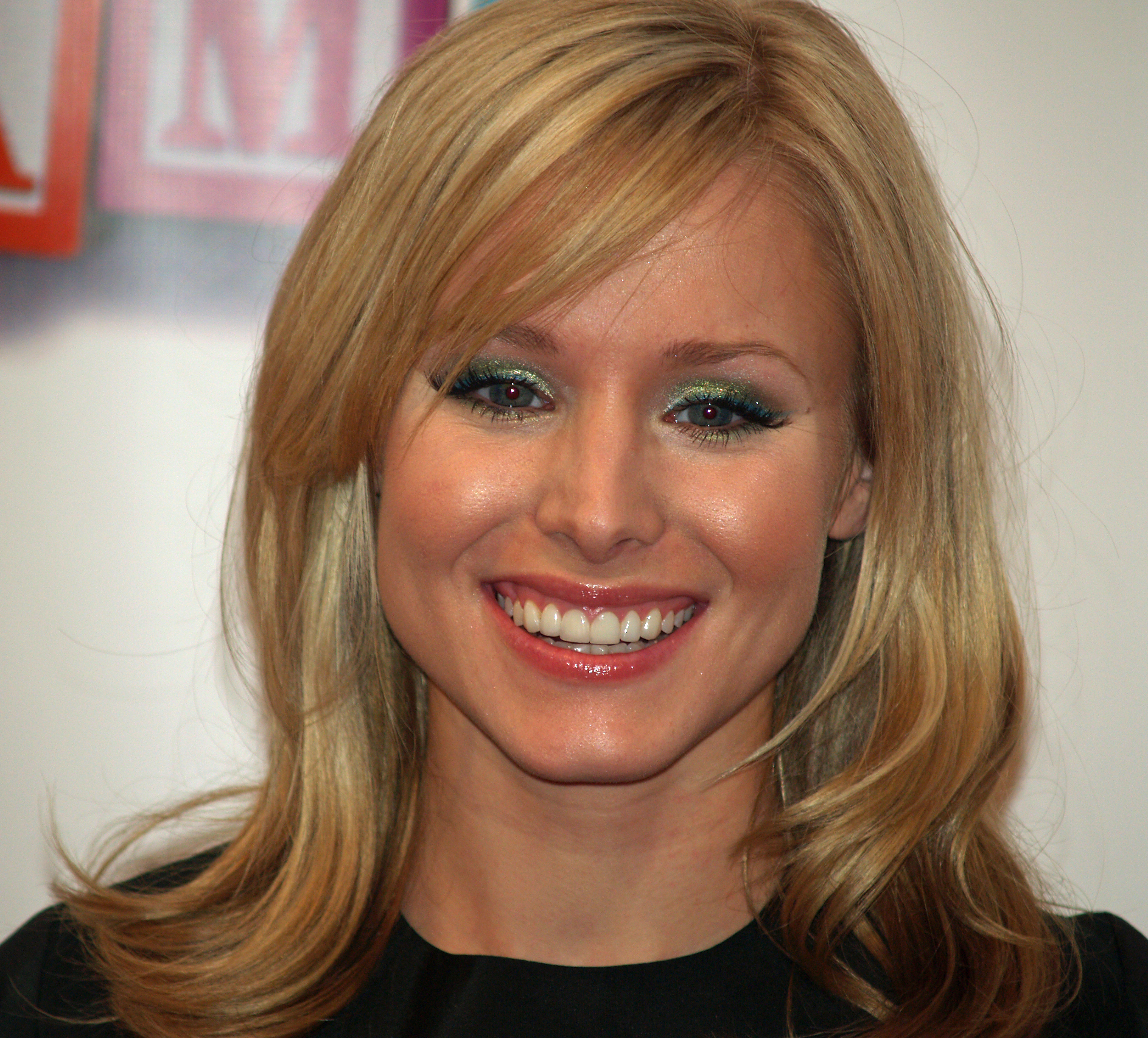 File kristen bell by david wikipedia for Claire nevers wikipedia