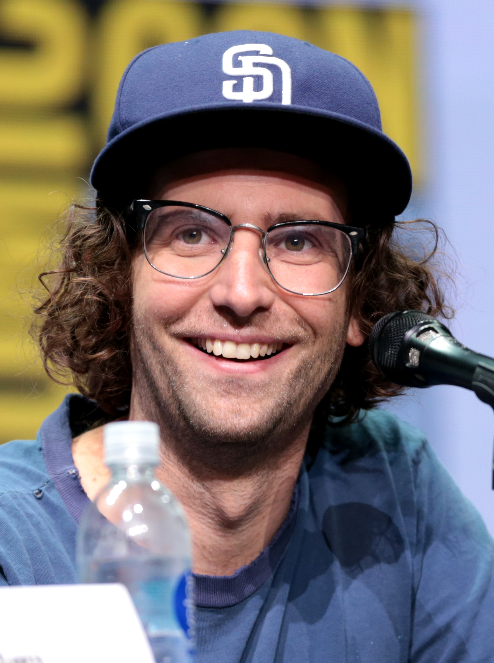 The 34-year old son of father Brian Mooney and mother Linda Kozub Kyle Mooney in 2019 photo. Kyle Mooney earned a  million dollar salary - leaving the net worth at 0.6 million in 2019