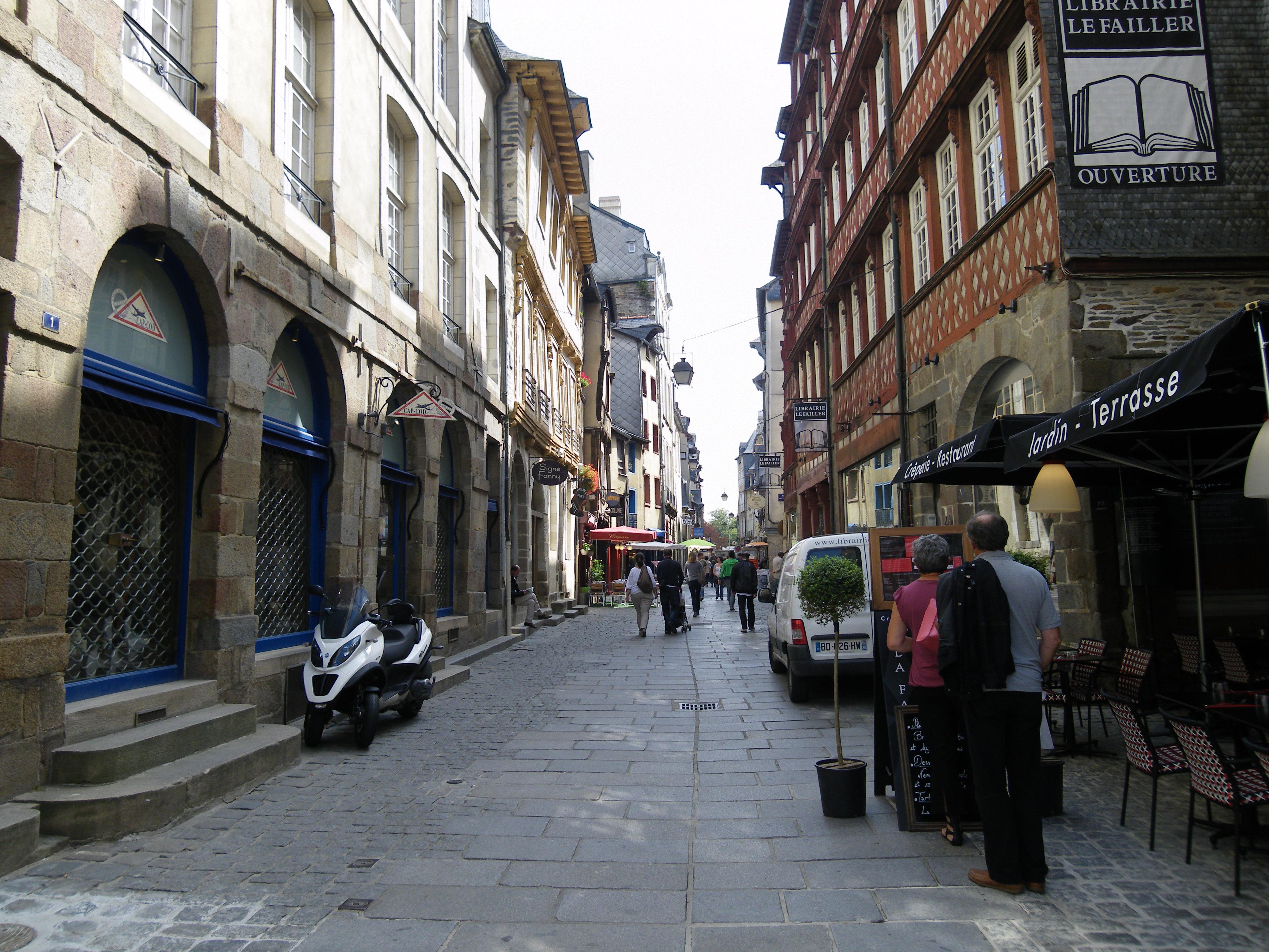 File:La rue saint georges a rennes - panoramio.jpg ...