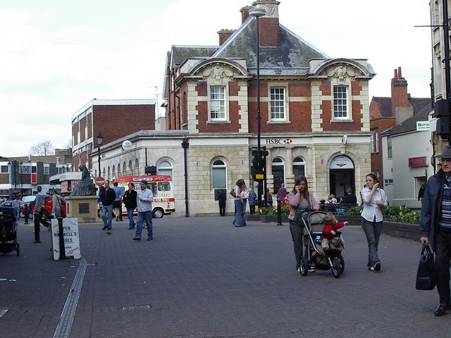 File:Looking towards George Eliot Statue - geograph.org.uk - 878154.jpg