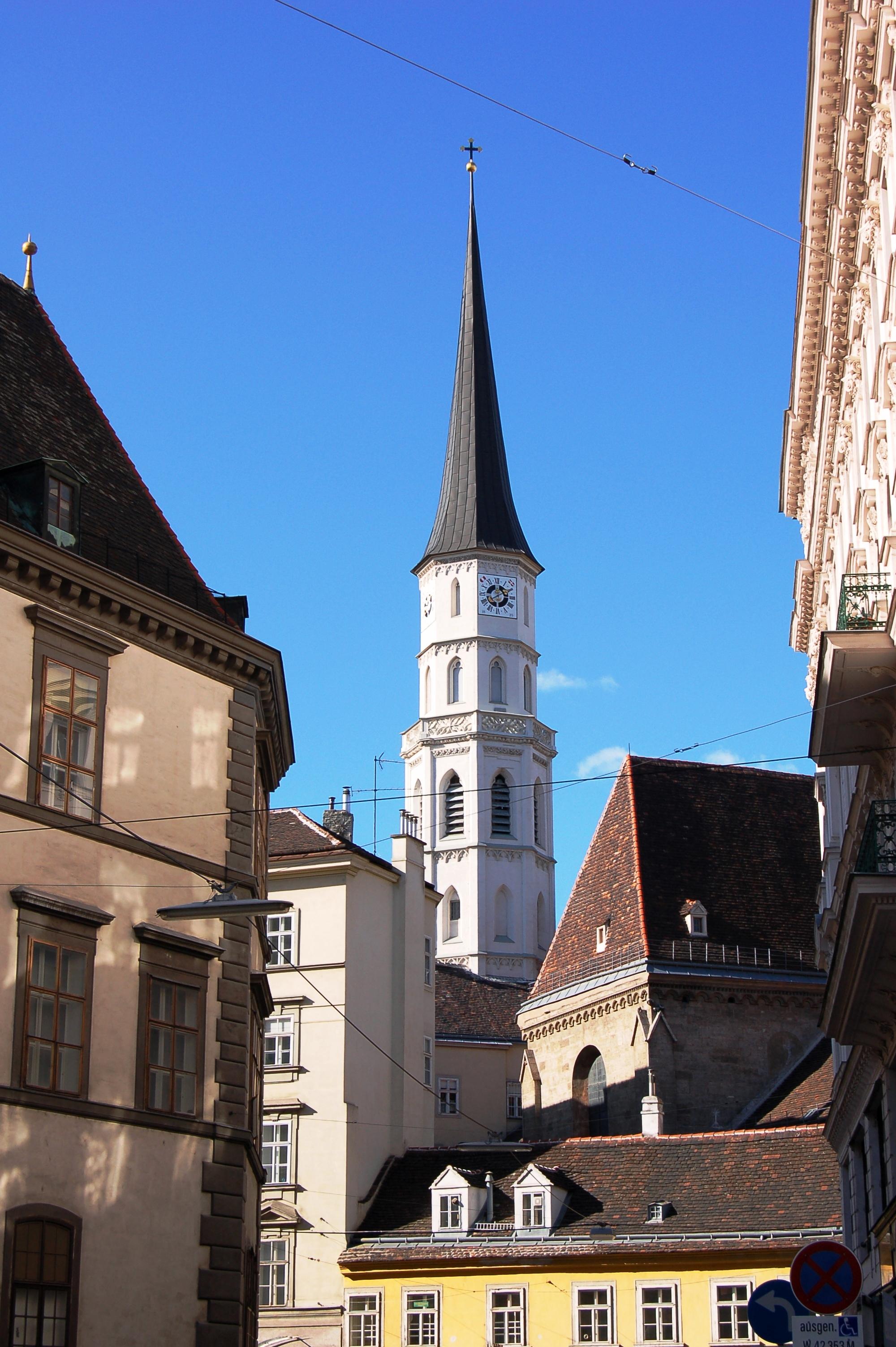 Michaelerkirche Wien.jpg