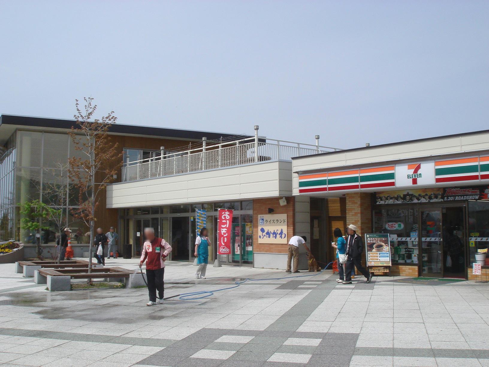 https://upload.wikimedia.org/wikipedia/commons/a/a9/Michinoeki_Rice_Land_Fukagawa.jpg