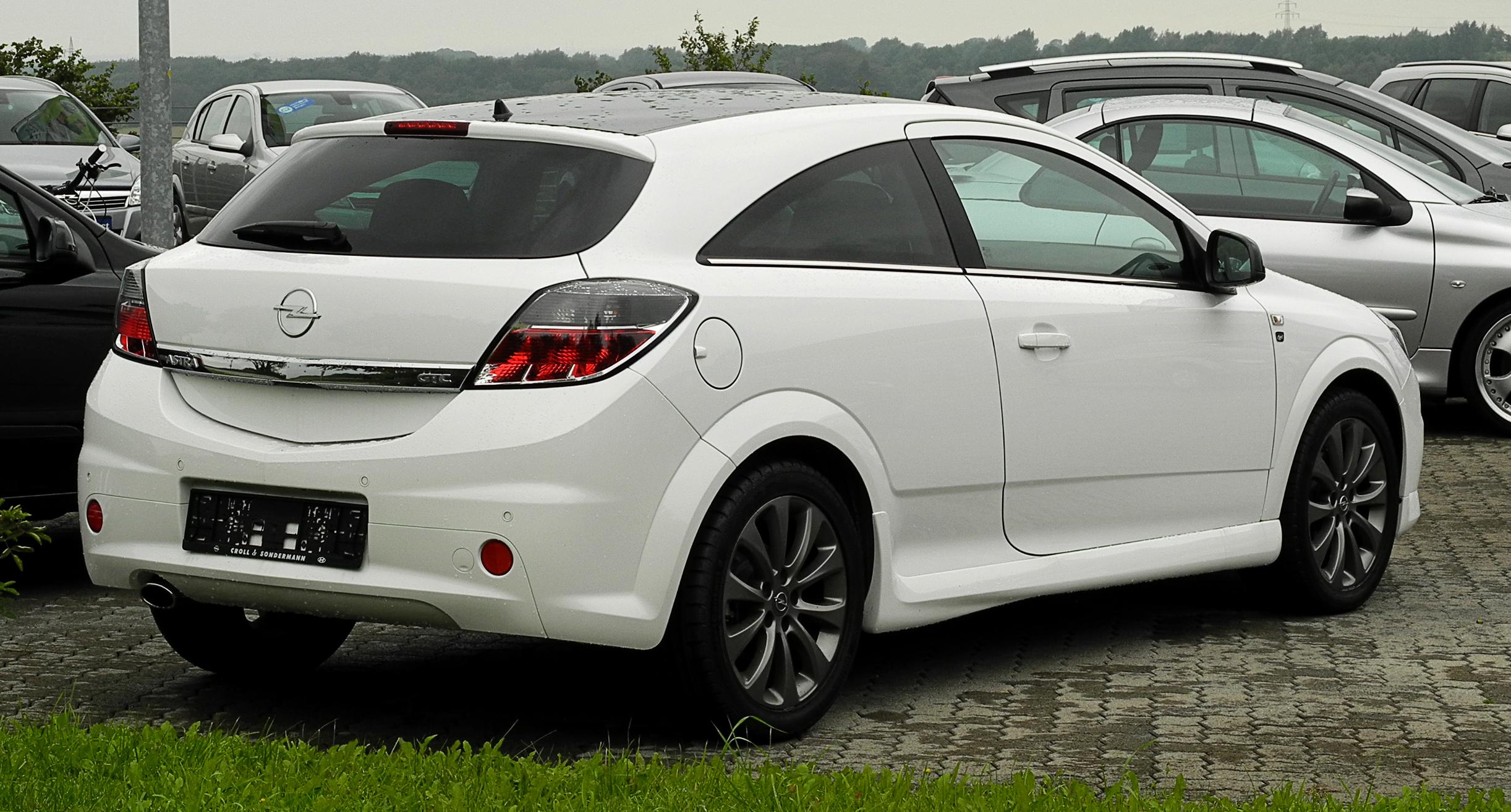 File:Opel Astra GTC 1.6 ECOTEC Black & White (H, Facelift ...