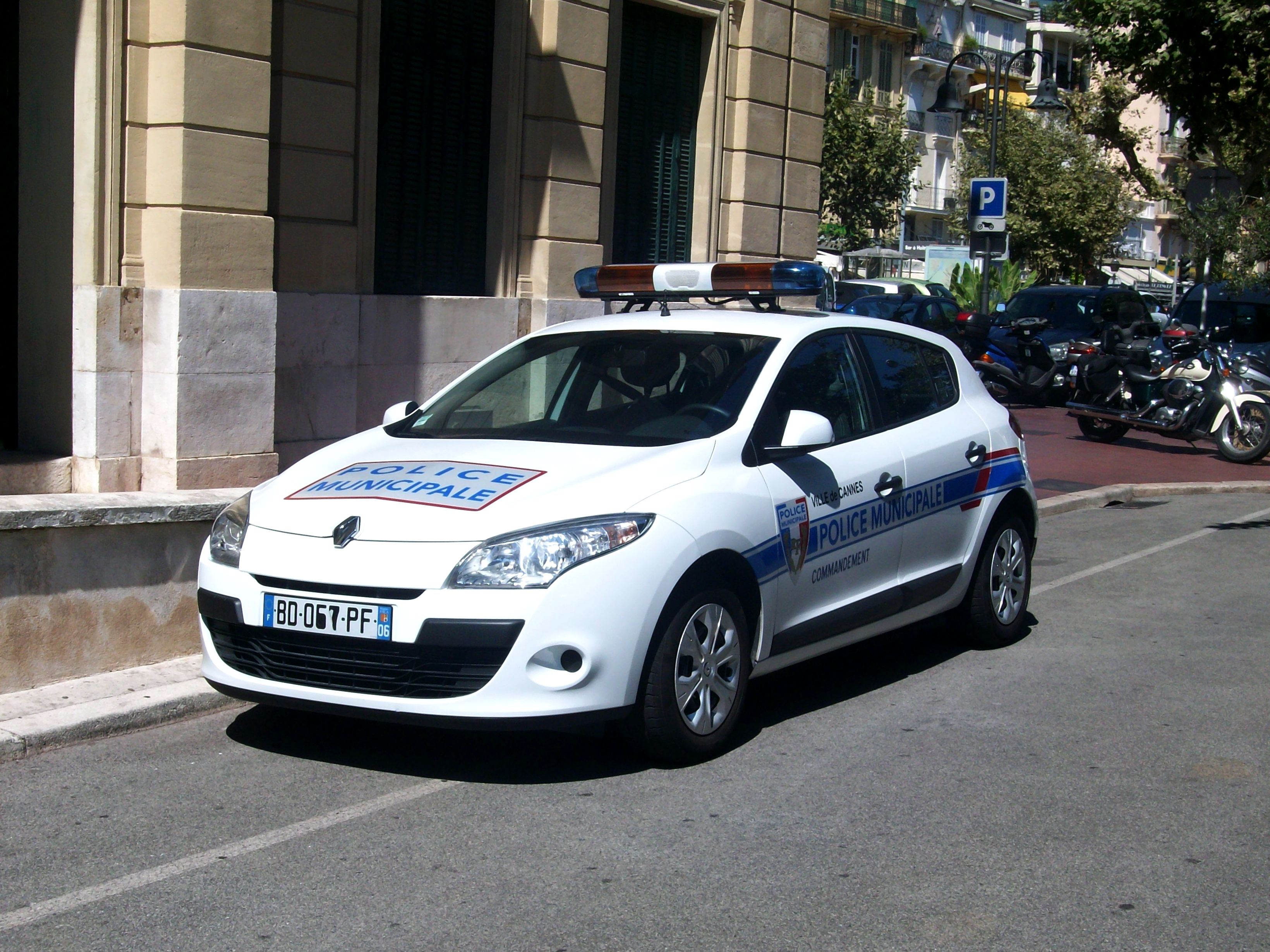 File police municipale cannes renault m gane iii jpg for Police cannes