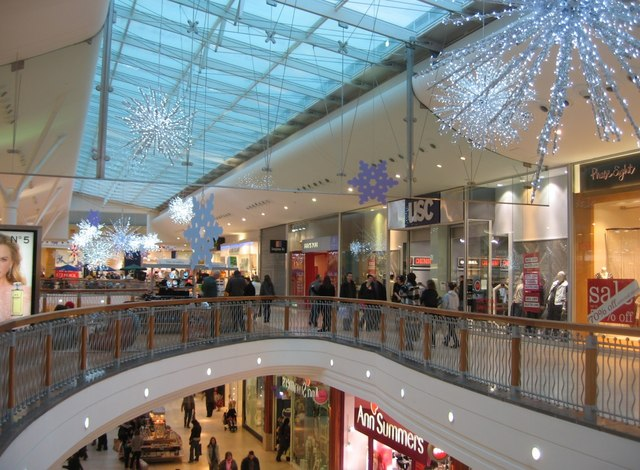 File:Pre Christmas shopping - geograph.org.uk - 1103457.jpg