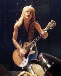 Randy Rhoads with Les Paul guitar (1980).jpg