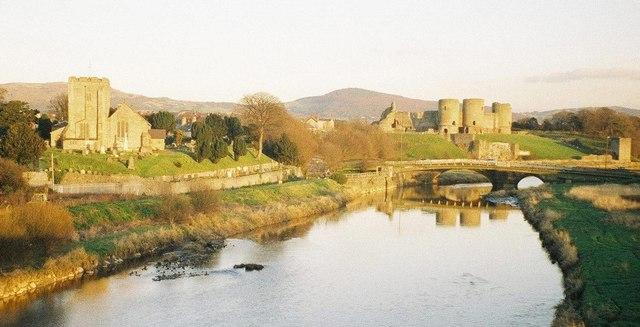 Rhuddlan, River Clwyd, church and castle - geograph.org.uk - 455498