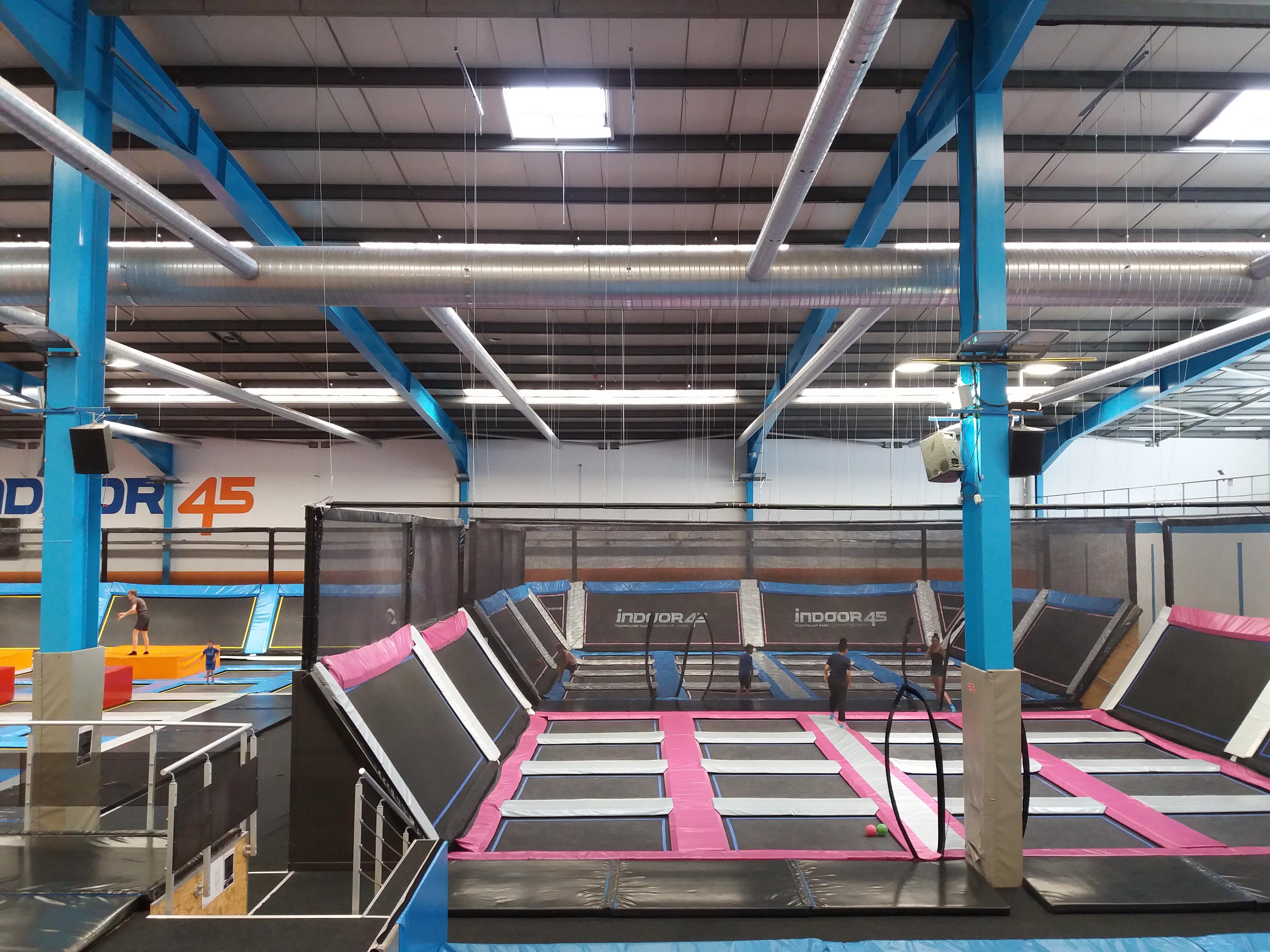 Rillieux-la-Pape - Indoor 45, trampolines (2).jpg Français : Trampolines. Date 14 July 2019, 16:58:55 Source Own work Author Romainbehar