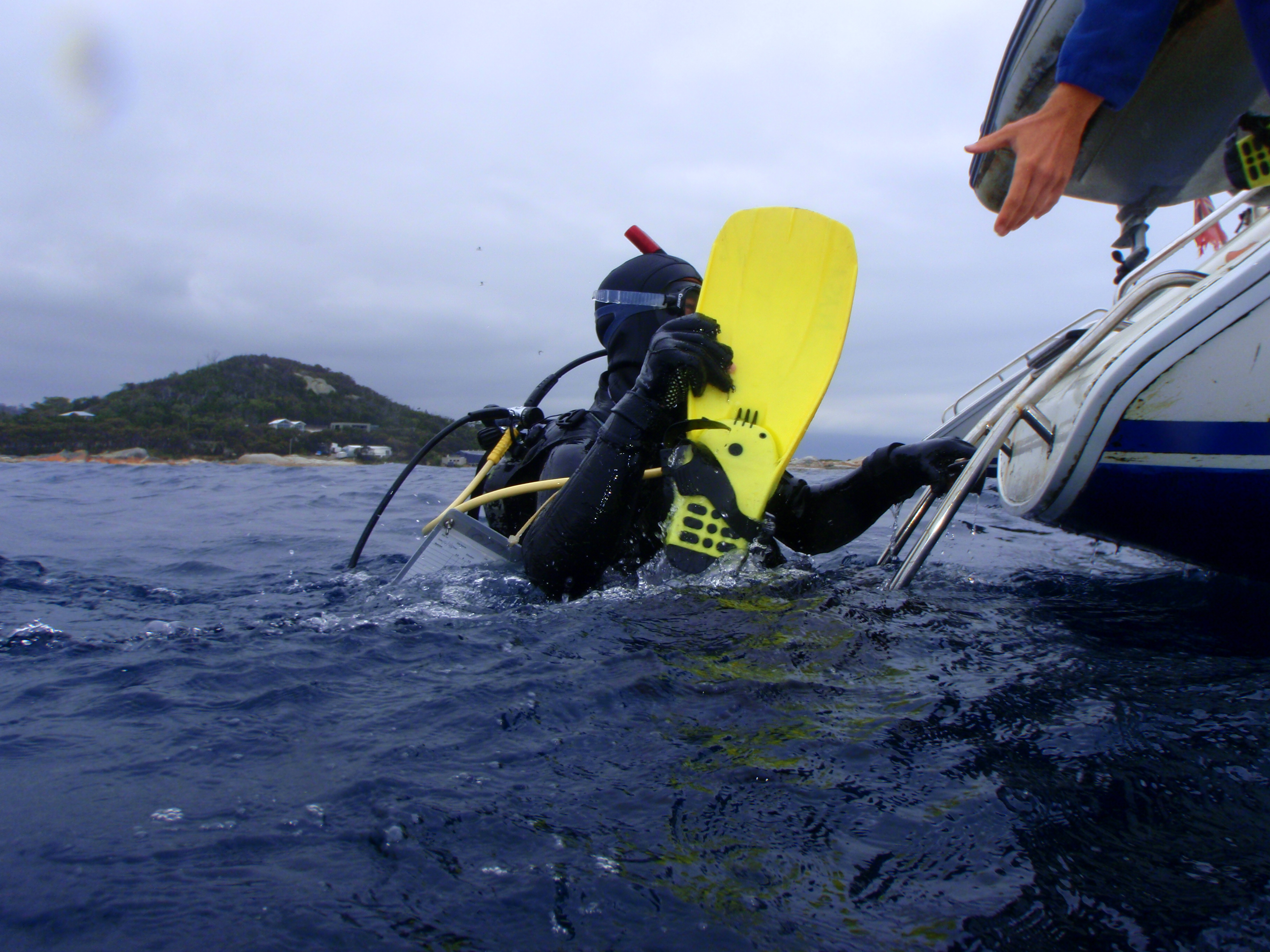 scuba diver teaching water safety