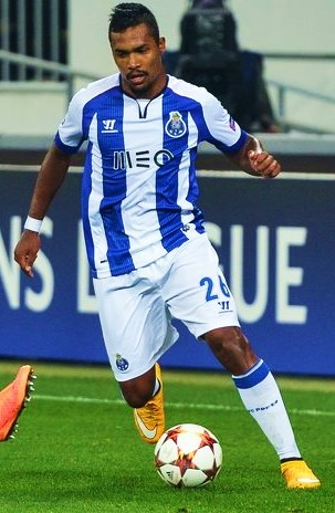 The 27-year old son of father (?) and mother(?) Alex Sandro in 2018 photo. Alex Sandro earned a  million dollar salary - leaving the net worth at 6 million in 2018