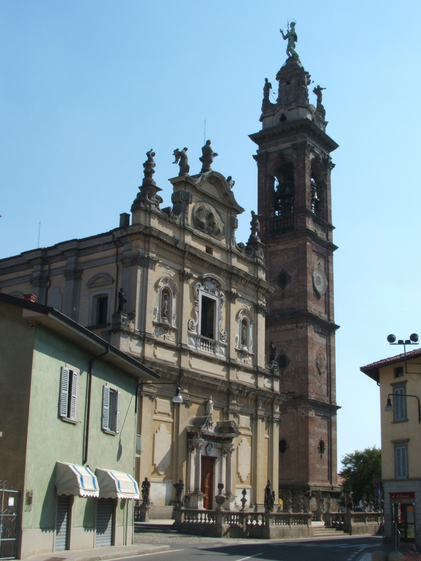 Stezzano Italy  city photo : Stezzano chiesa Wikipedia