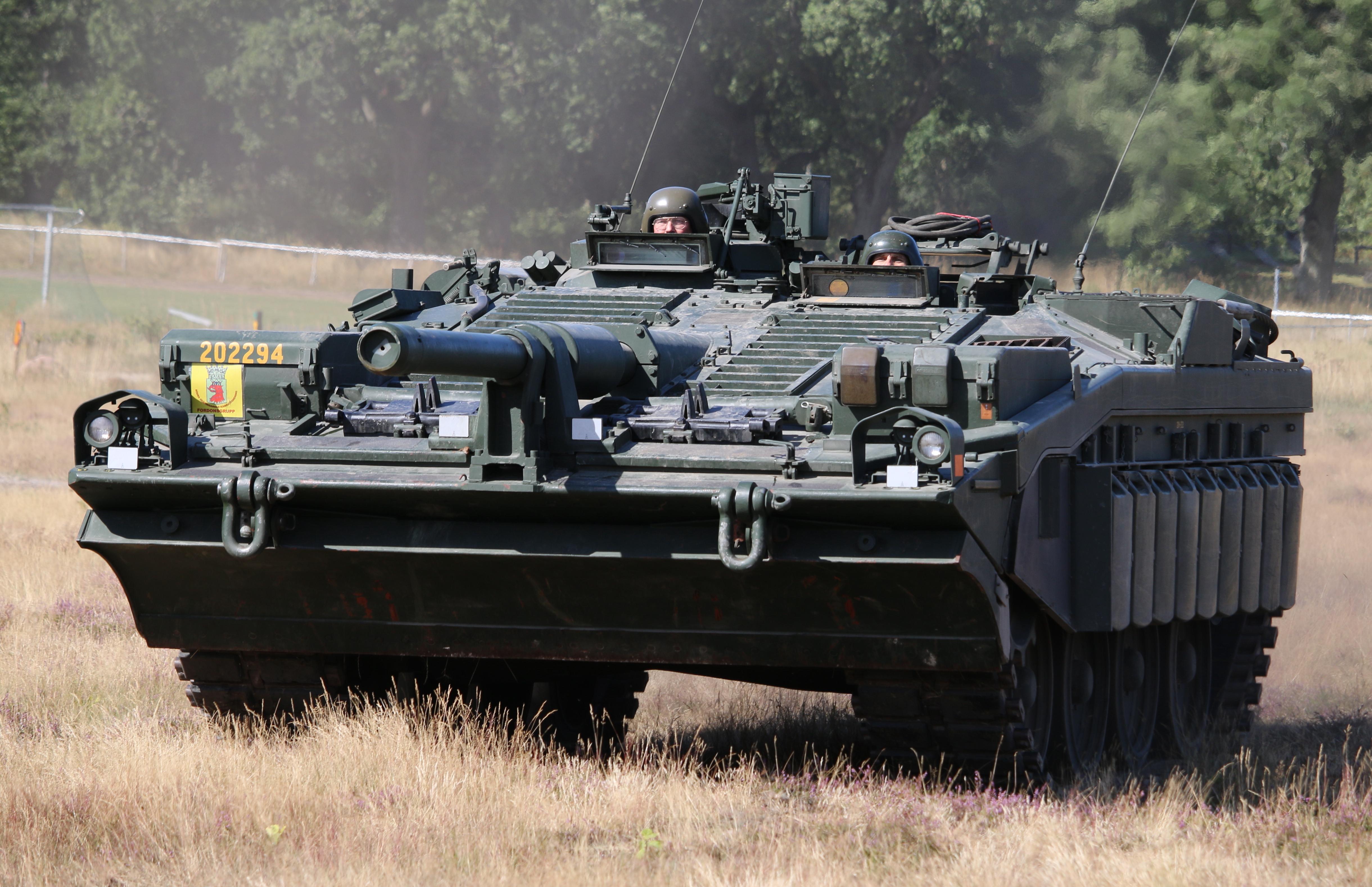 Stridsvagn_103_Revinge_2015-4.jpg