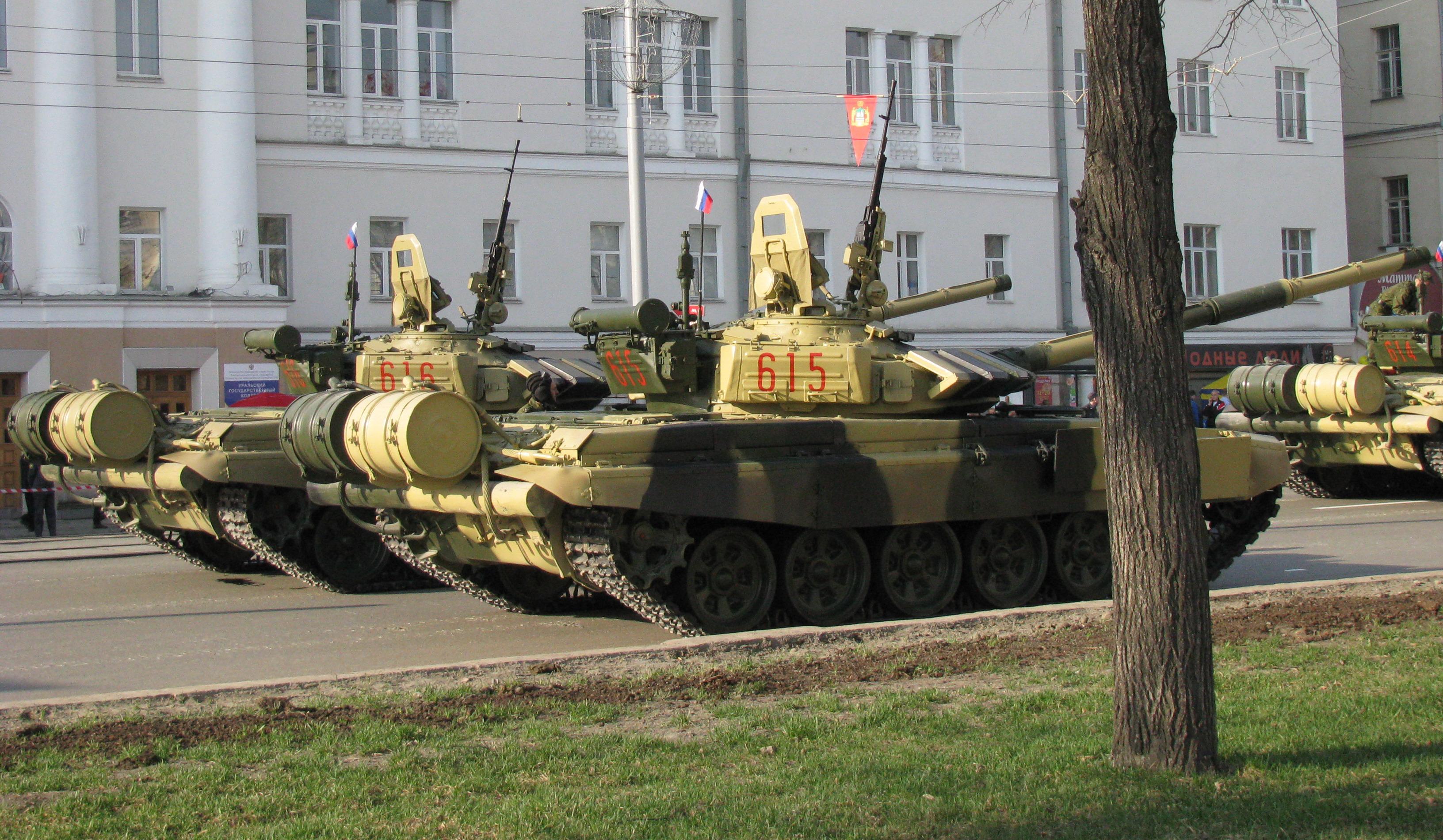 east german t-72