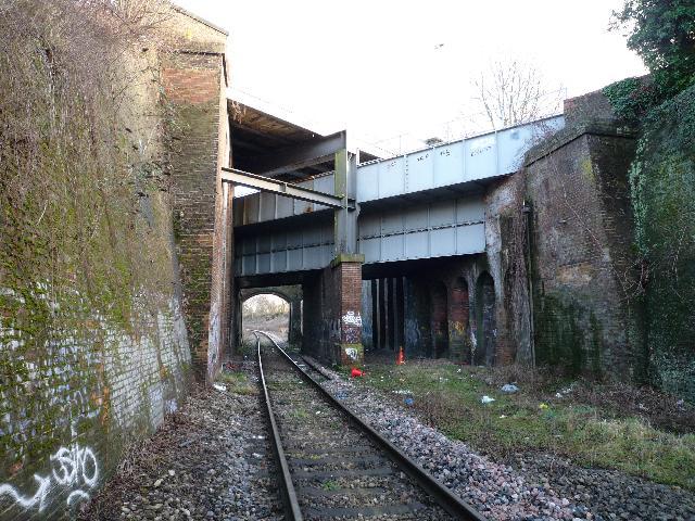 three bridges The three bridges to tunbridge wells central line was a railway line running from three bridges (on the brighton main line) in west sussex to tunbridge wells central.