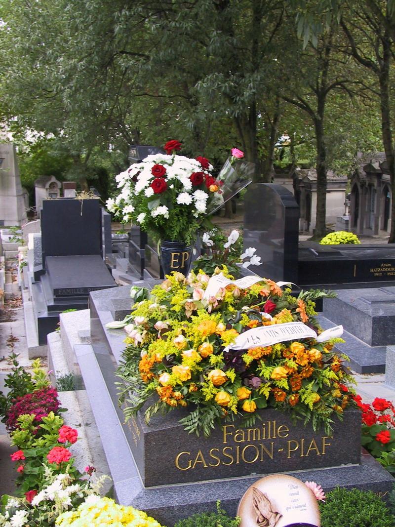 Tumba de Édith Piafen el Cementerio de Père Lachaise.París.