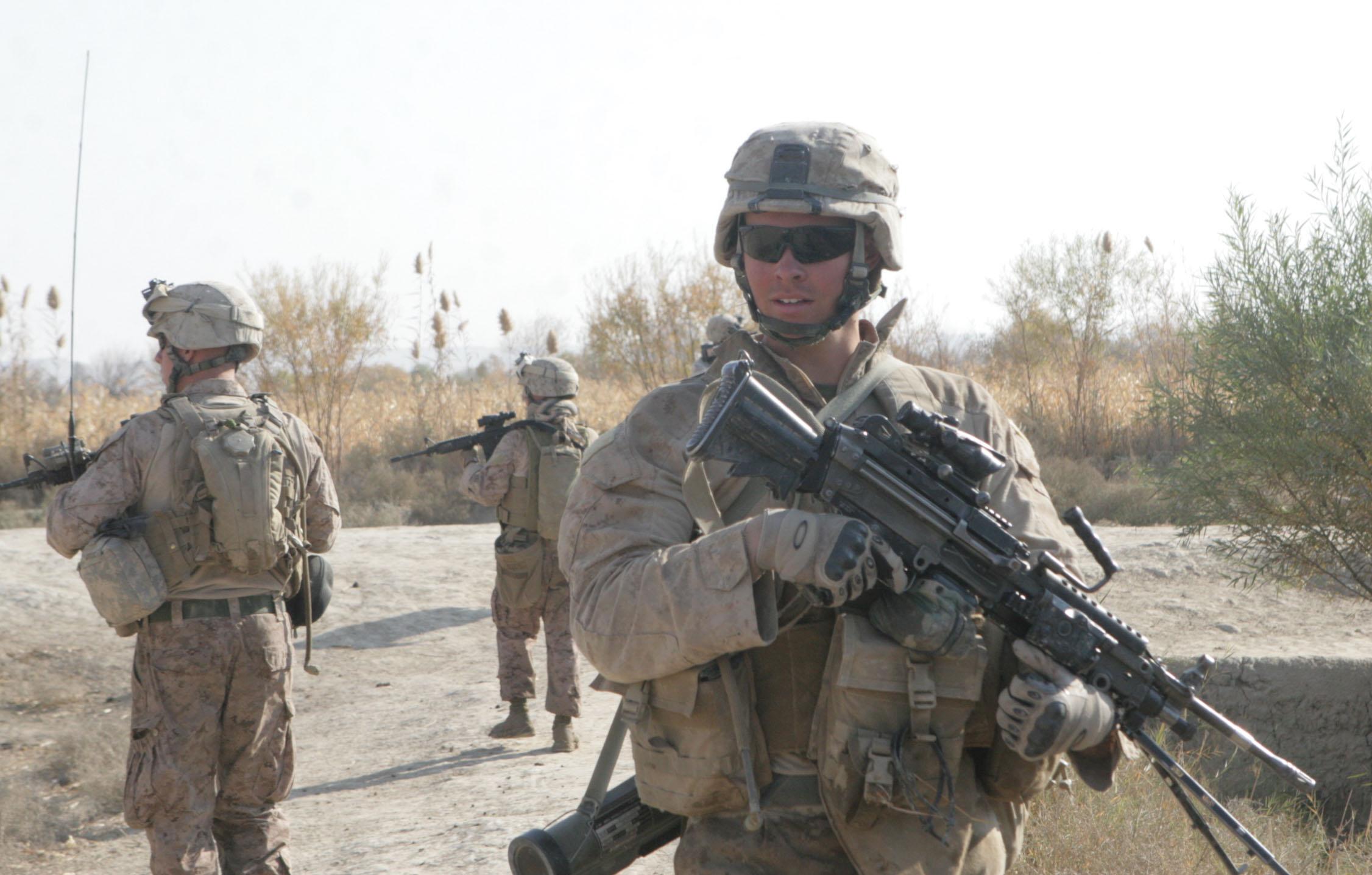 File:U.S. Marine Corps Lance Cpl. Garrett Gamble, an M249 light ...