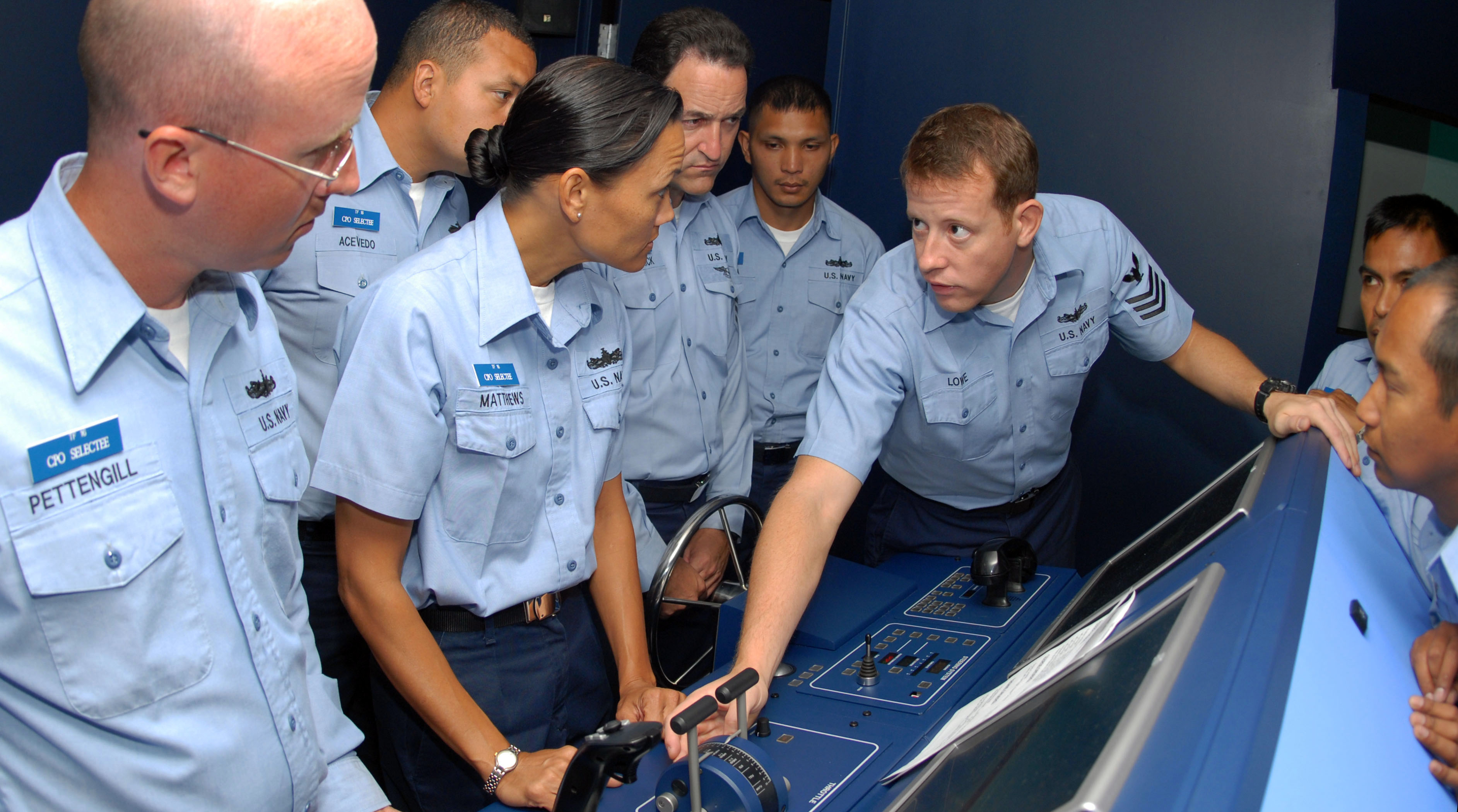 File:US Navy 080826-N-0995C-007 Quarter Master 1st Class Andrew ...