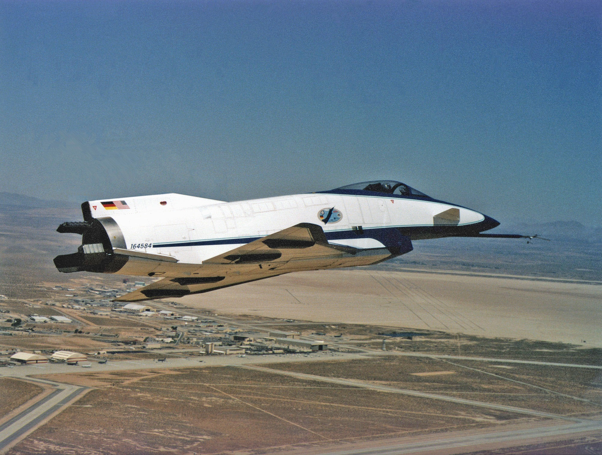 http://upload.wikimedia.org/wikipedia/commons/a/a9/X-31_Quasi-Tailless_over_Edwards_AFB.jpg