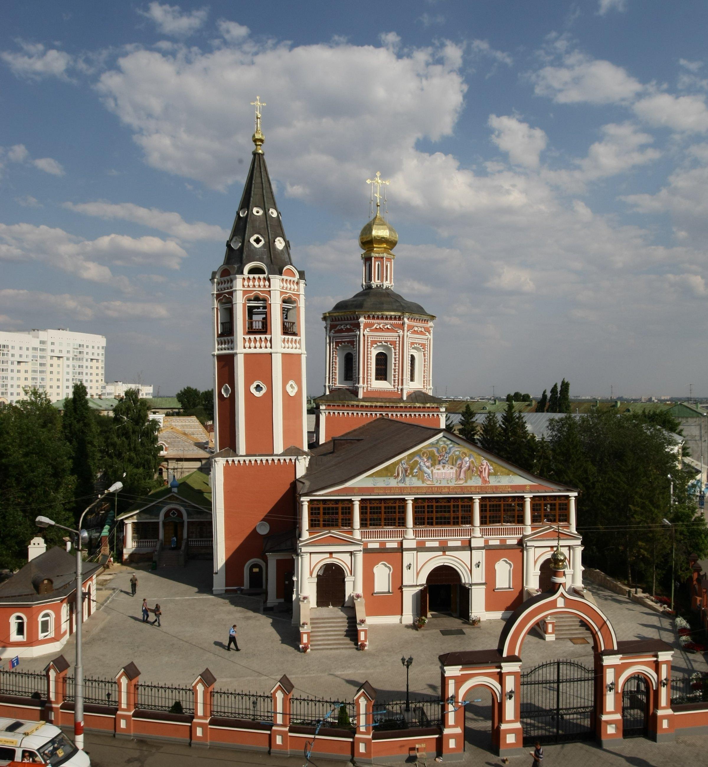 http://upload.wikimedia.org/wikipedia/commons/a/aa/Свято-Троицкий_собор_(Саратов).jpg