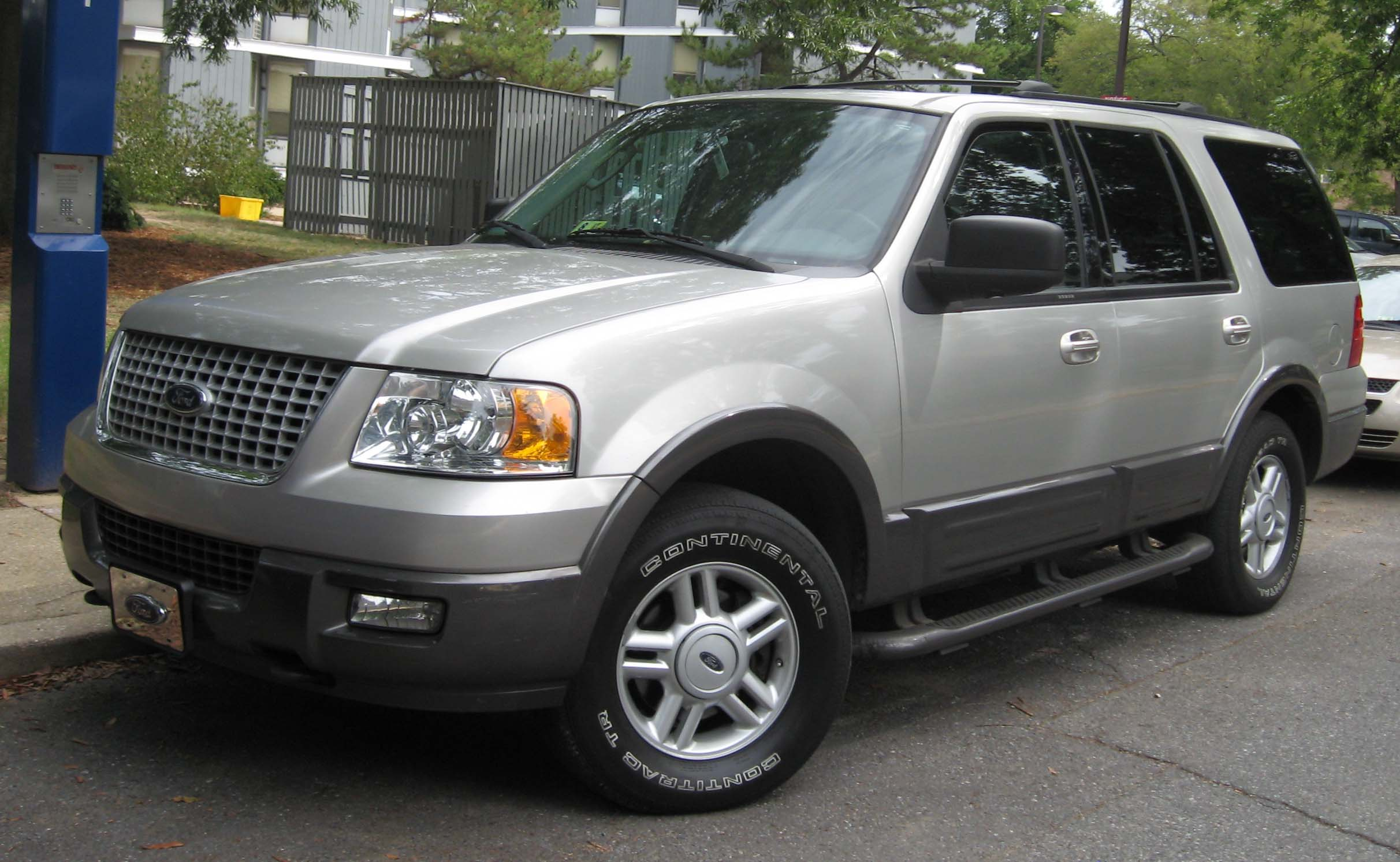 File 2003 06 Ford Expedition Jpg Wikimedia Commons
