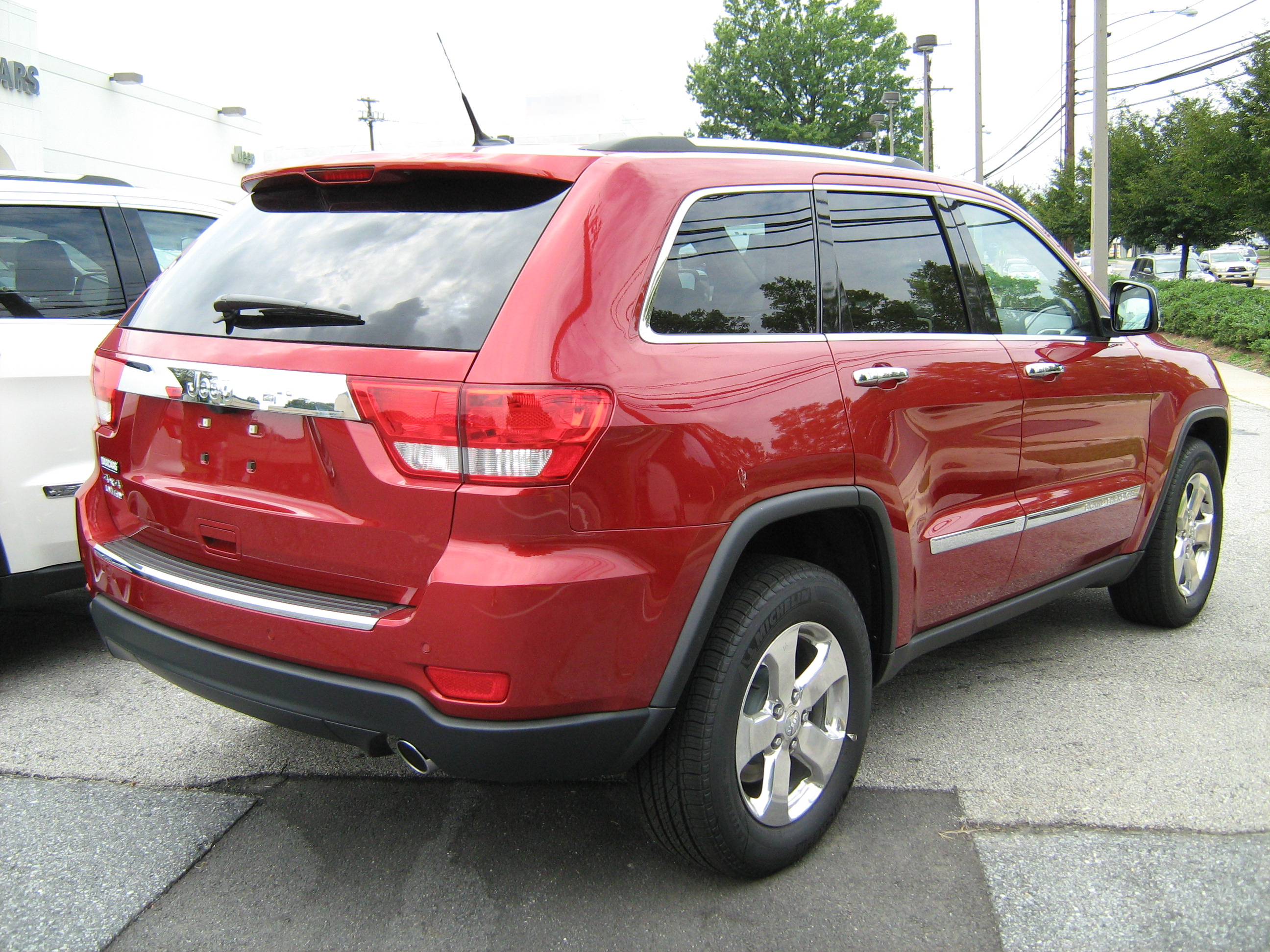 File:2011 Jeep Grand Cherokee Limited Red Rear Md