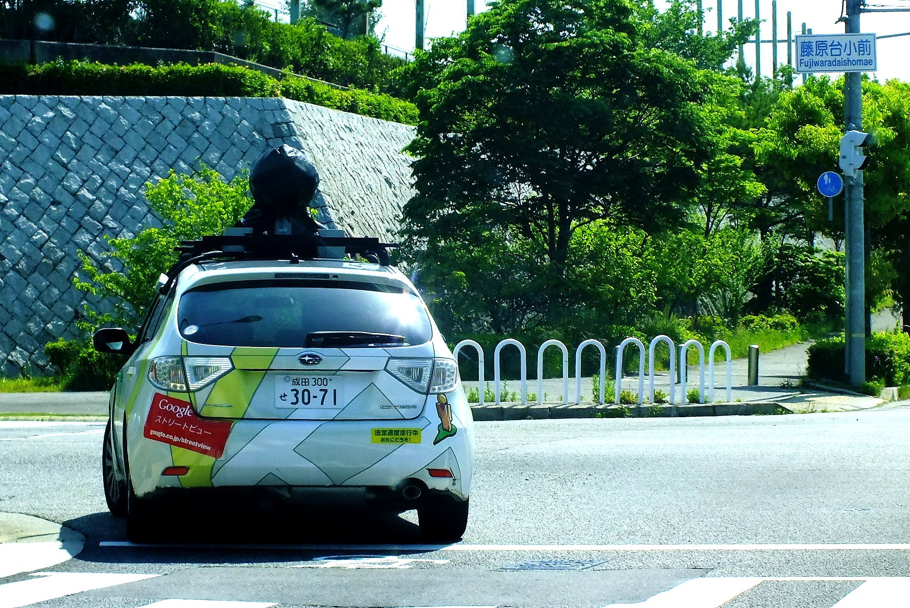 Cars On Line >> File:2015-05-20 Google Street View camera cars in Kobe,Hyogo,Japan、神戸市立藤原台小学校前のグーグルストリートビューカー ...