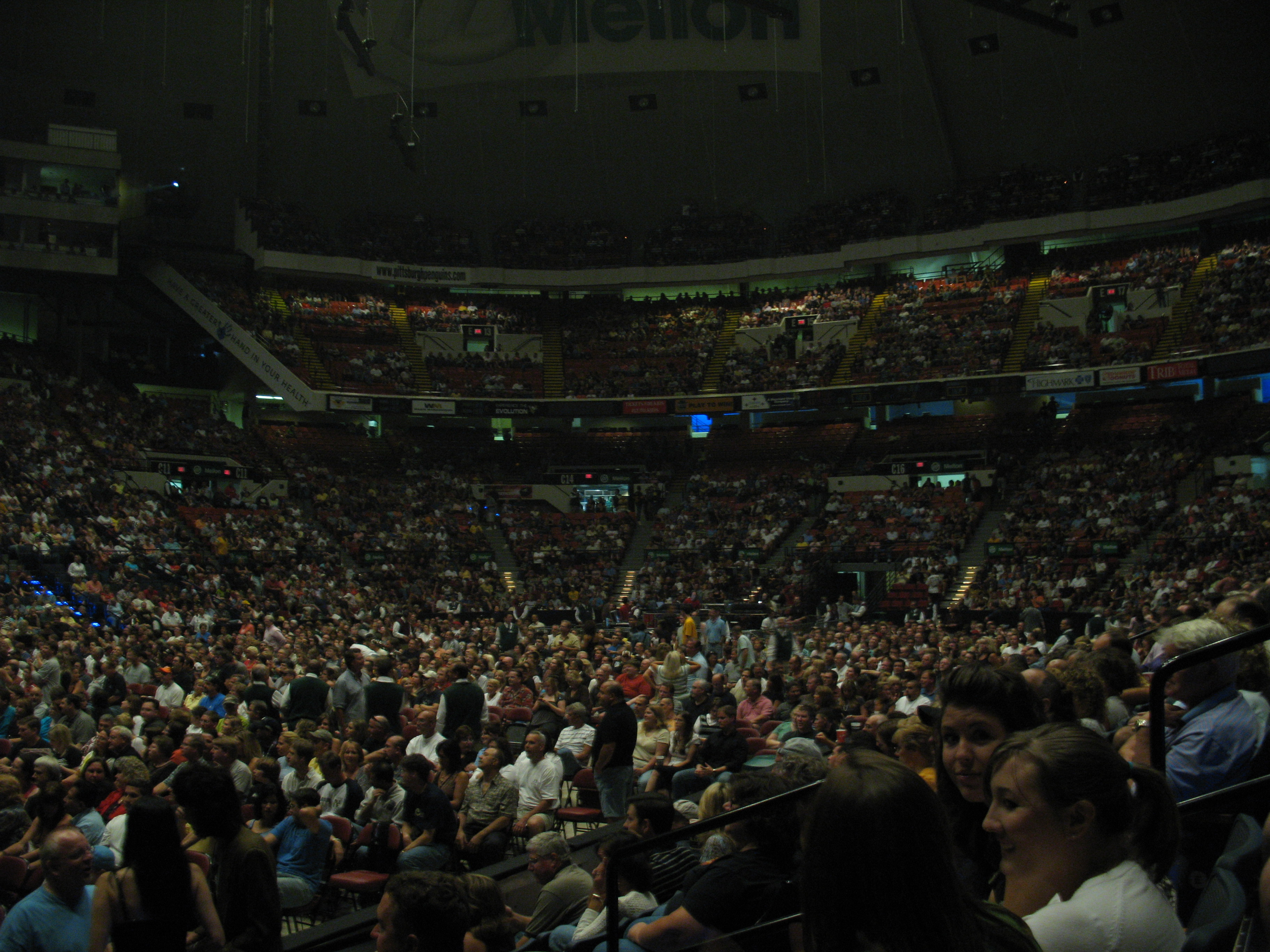 File:2097 - Pittsburgh - Mellon Arena - Genesis.JPG