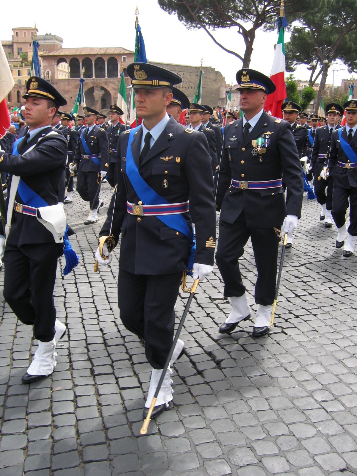 Matrimonio In Alta Uniforme Esercito : Capitano wikipedia
