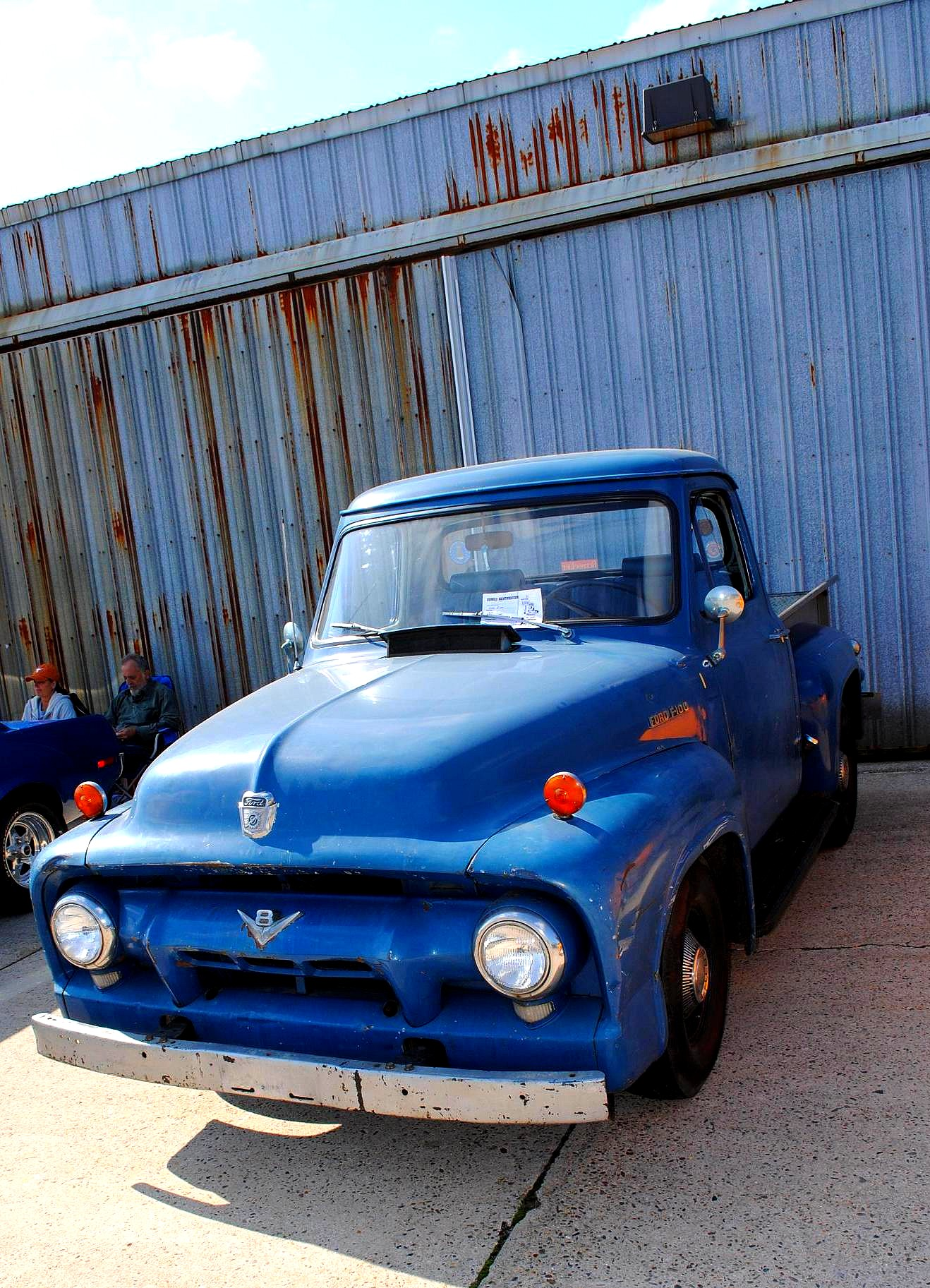 File:A classic Ford V8 pick up truck 2011 Wings & Wheels Event.jpg ...