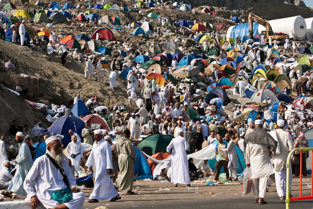By Omar Chatriwala of Al Jazeera English (A packed encampment on Mina's outskirts) [CC BY-SA 2.0 (http://creativecommons.org/licenses/by-sa/2.0)], via Wikimedia Commons