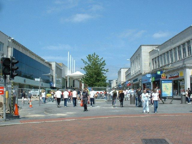 https://upload.wikimedia.org/wikipedia/commons/a/aa/Above_Bar_Street%2C_Southampton_-_geograph.org.uk_-_26124.jpg?uselang=en-gb