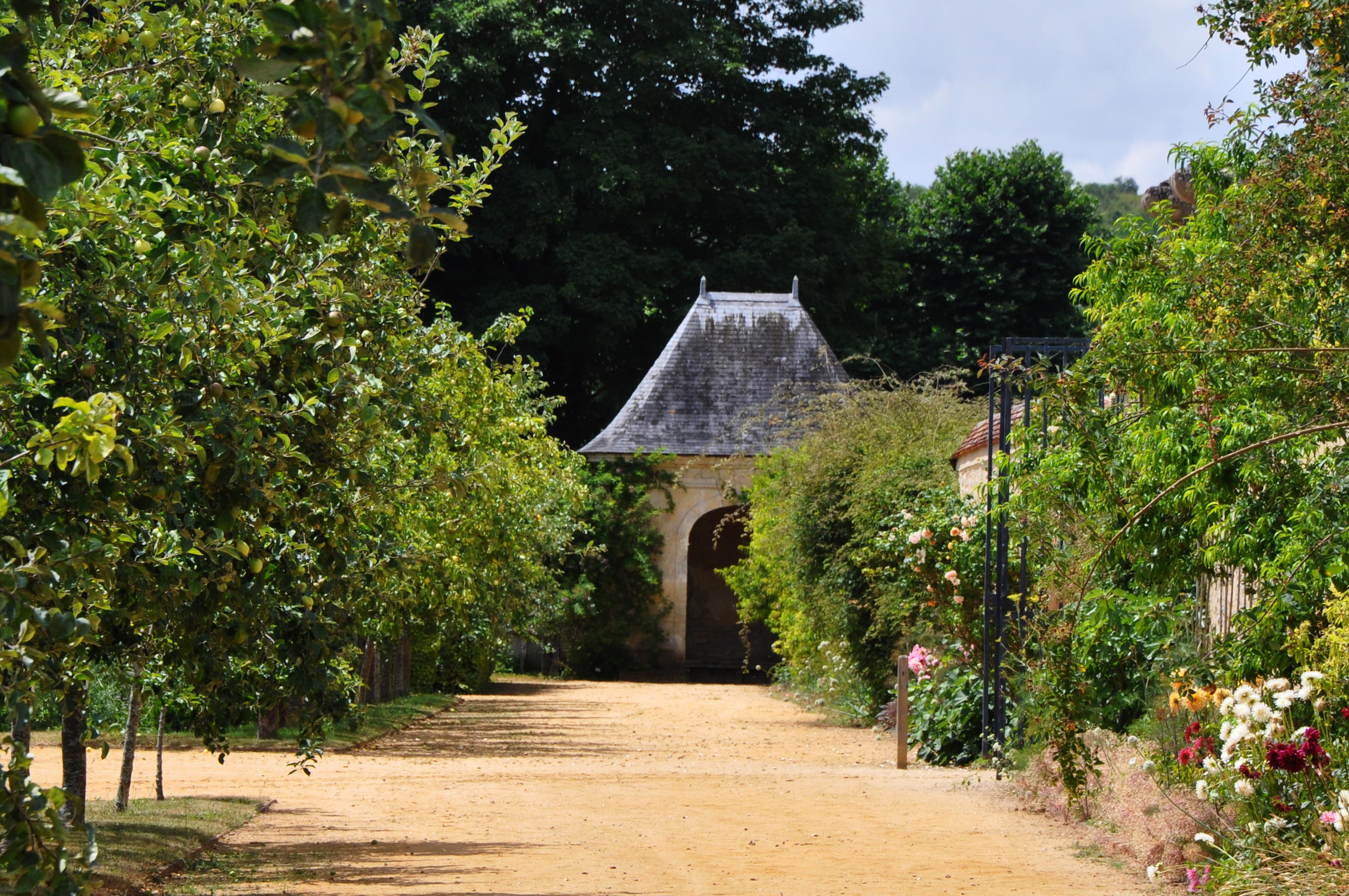 File:Abri De Jardin, La Roche Guyon (France)
