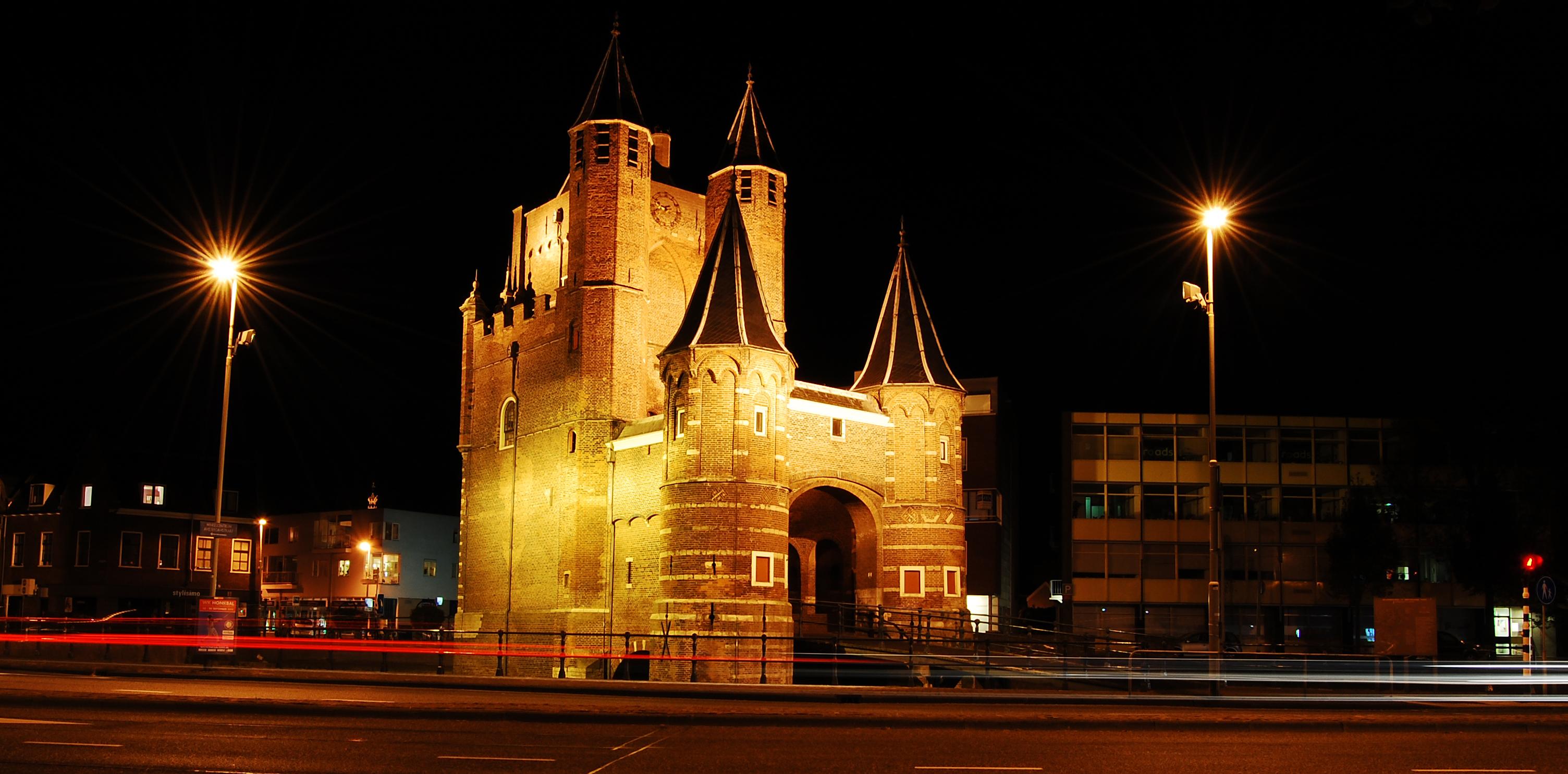 De amsterdamse poort uit 1400 in haarlem toen en nu for Amsterdam poort