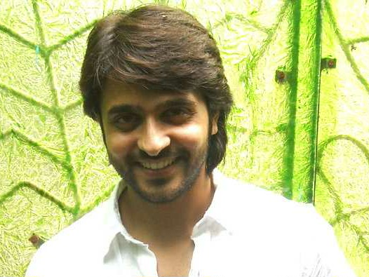 The 33-year old son of father (?) and mother(?) Ashish Sharma in 2018 photo. Ashish Sharma earned a  million dollar salary - leaving the net worth at 21 million in 2018
