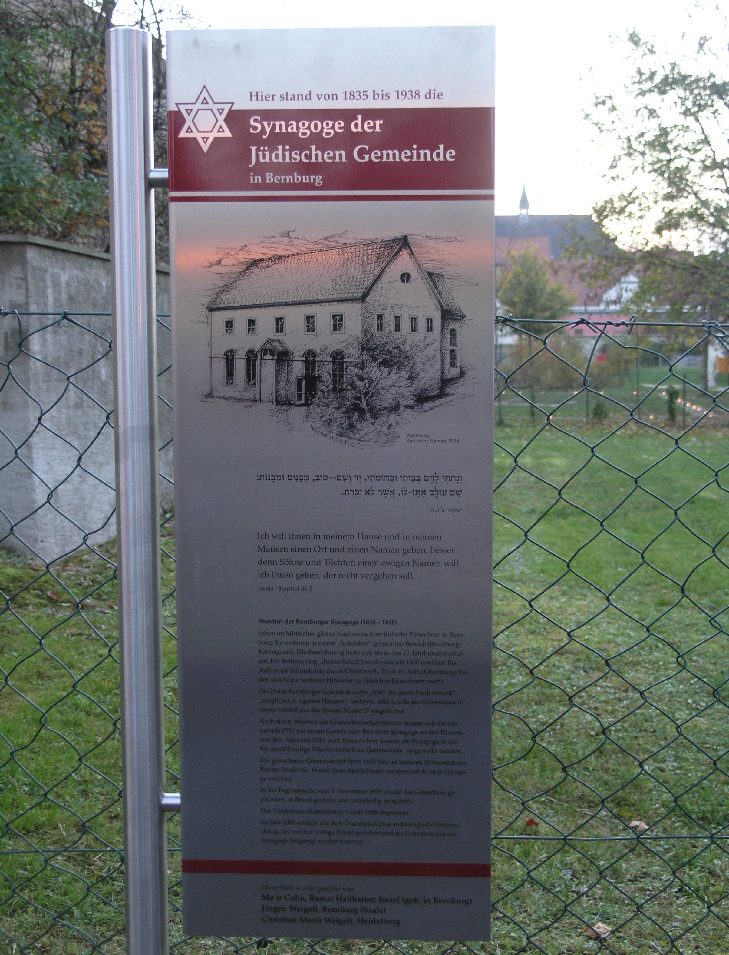 https://upload.wikimedia.org/wikipedia/commons/a/aa/Bernburg_Synagoge_Breite-Strasse_14_-_Mahnmal,_9_November_2014.JPG