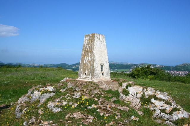Bryn Euryn Trig Pillar - geograph.org.uk - 822687