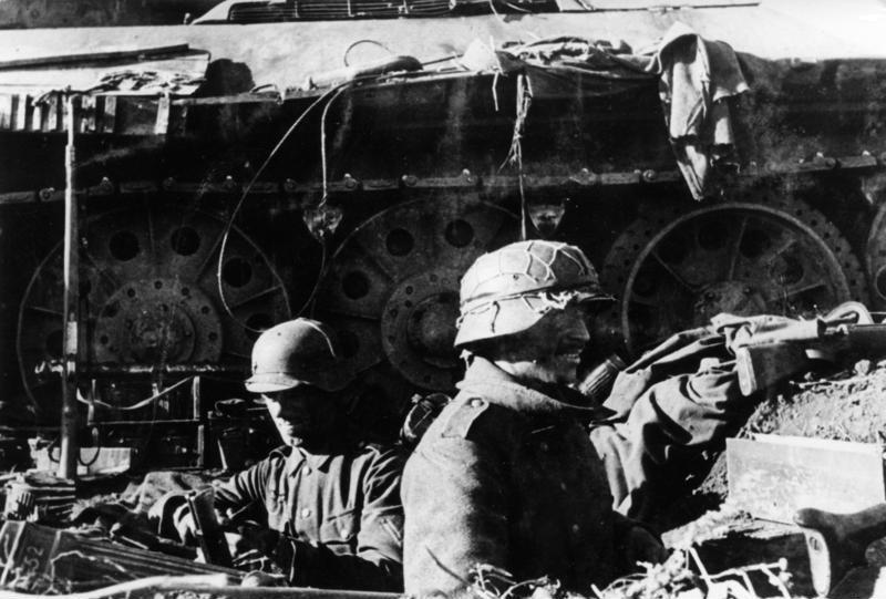 Soubor:Bundesarchiv Bild 146-1971-107-24, Russland, Kampf um Stalingrad, Infanterie.jpg