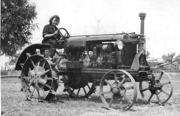 Bundesarchiv Bild 183-R90251, Rehfelde, Traktoristin