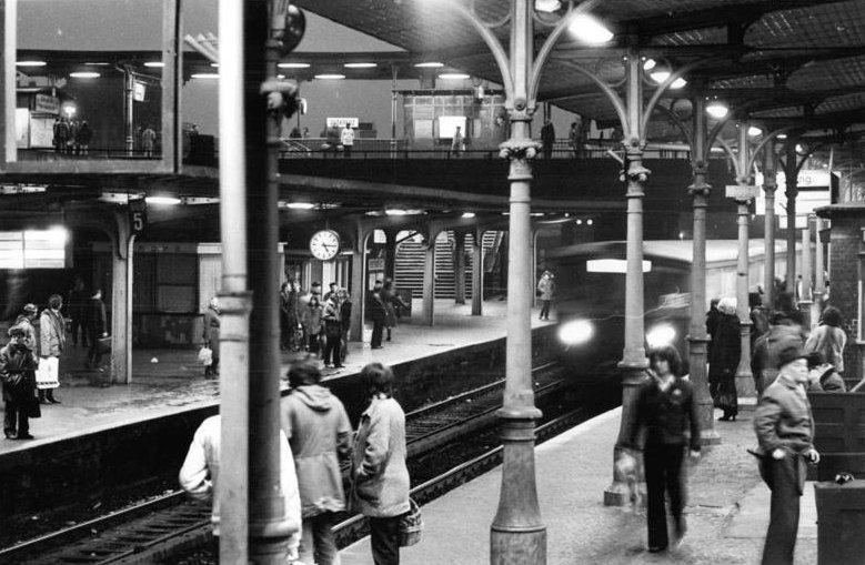 Bundesarchiv Bild 183-Z1204-015, Berlin, S-Bahnhof Ostkreuz.jpg