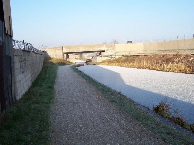 Concrete Bridge - Walsall Canal - geograph.org.uk - 906324.jpg