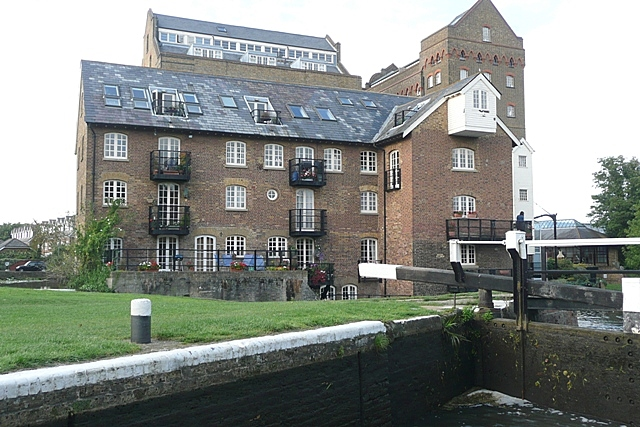 Coxes Mill and Lock - geograph.org.uk - 949076