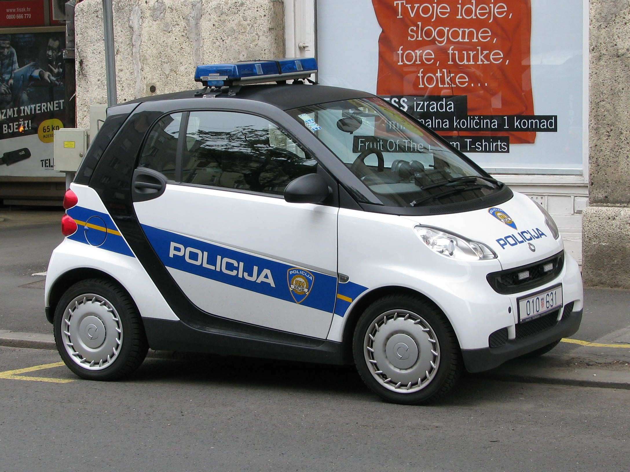 http://upload.wikimedia.org/wikipedia/commons/a/aa/Croatian_police_Smart_2.JPG