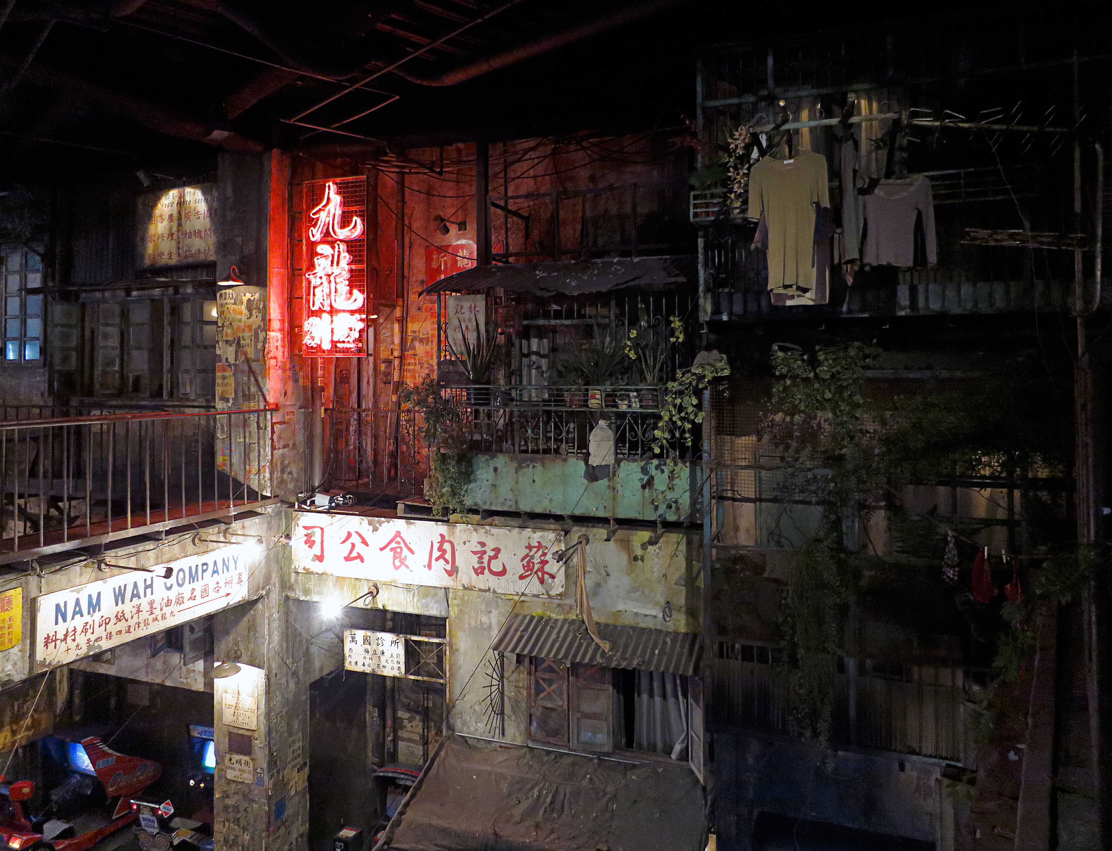 File:Cyber Kowloon Walled City - 25 - Warehouse Kawasaki, 2014-06-02