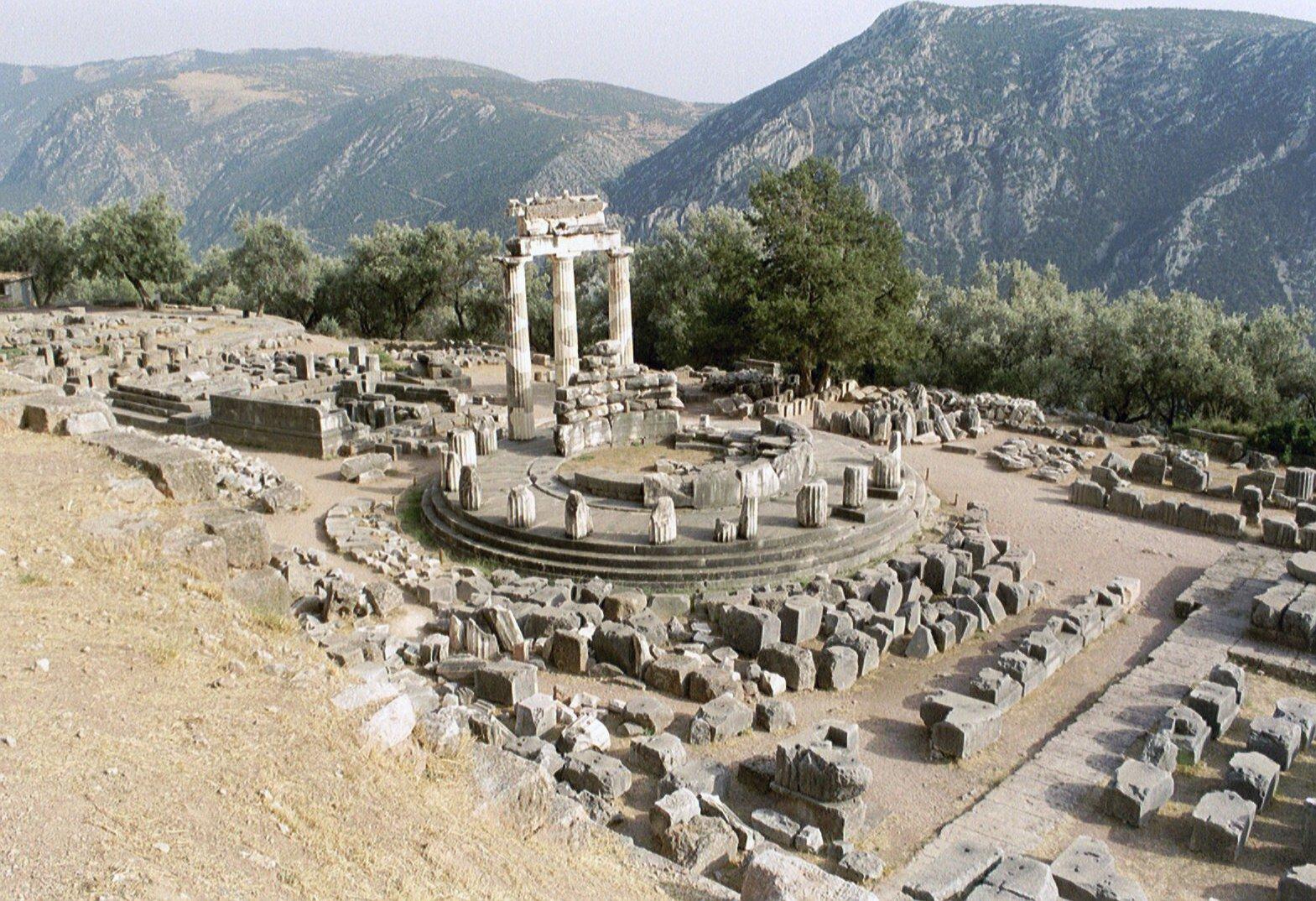 File:Delphi, Tholos (6220581621).jpg