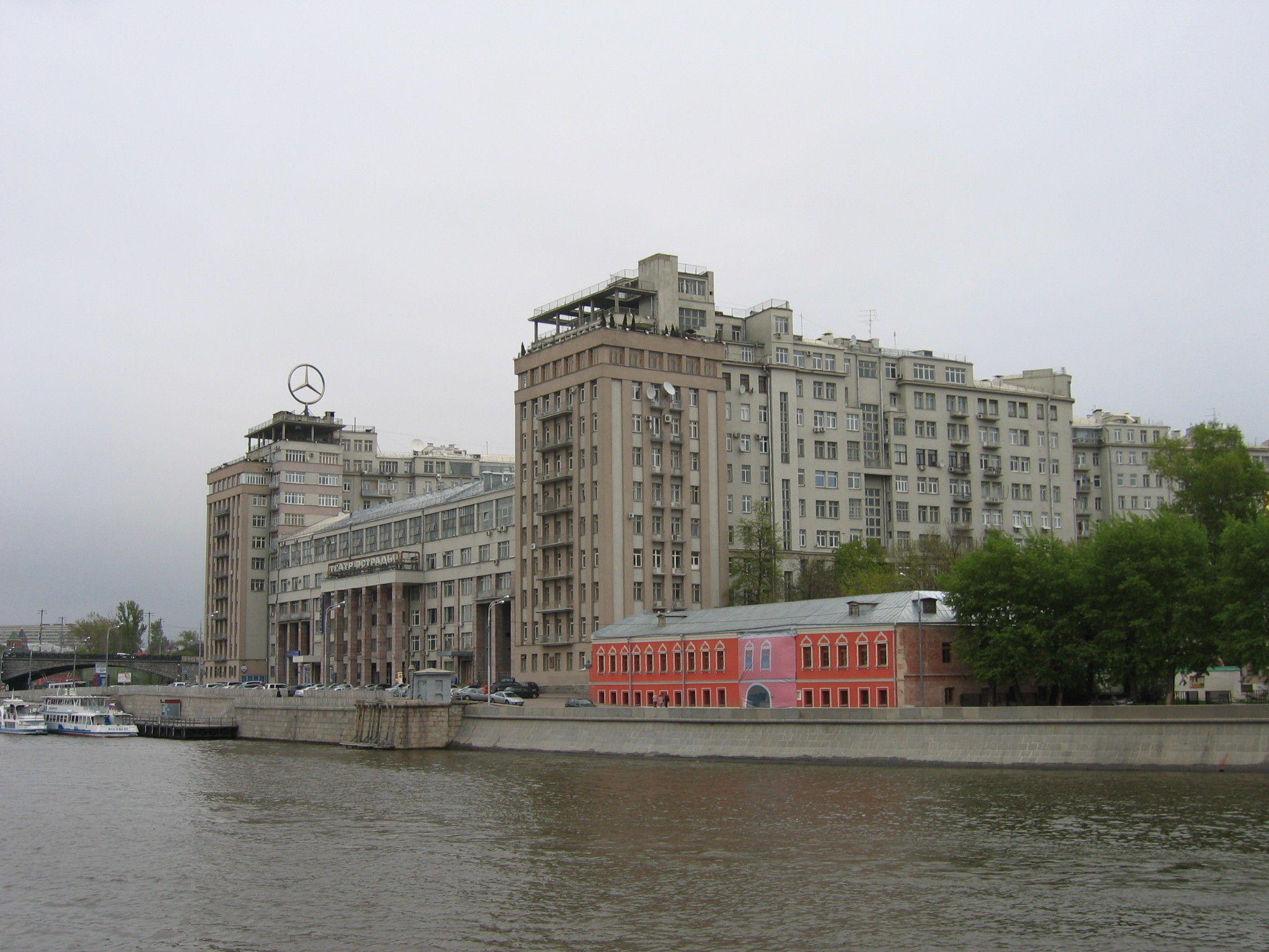 http://upload.wikimedia.org/wikipedia/commons/a/aa/Dom-na-naberezhnoi.jpg