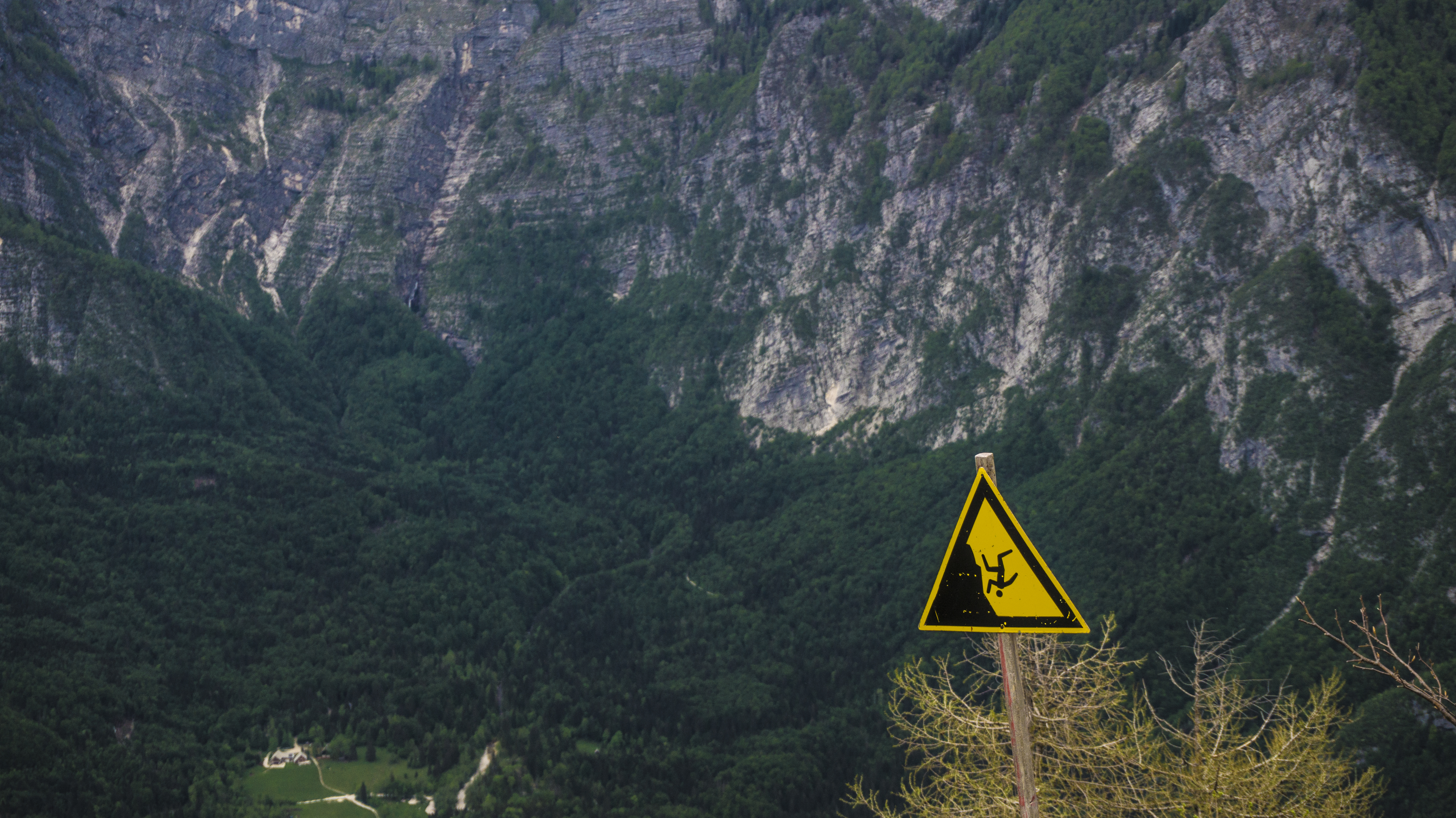 File:Don't fall off the Cliff! (16841837743) jpg - Wikimedia Commons